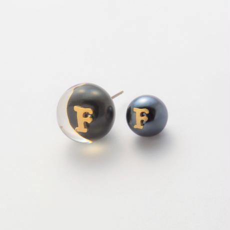 "Initial pierce black ""F"""