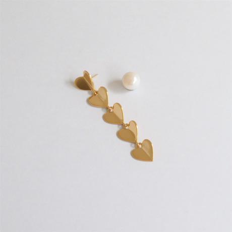 5 hearts pierce (gold / pearl clasp)