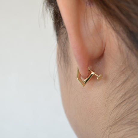 triangle earring (mat gold)