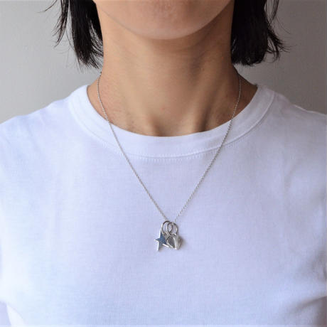 Tiny heart line stone charm (silver / cubic zirconia)