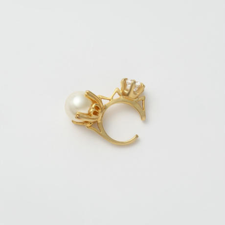 ring motif ear cuff (gold / cubic zirconia / pearl)