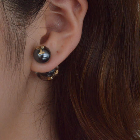 "Initial pierce black ""T"""