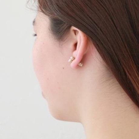 3 pearls gold catch pierce