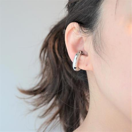 Voluminous silver line earring