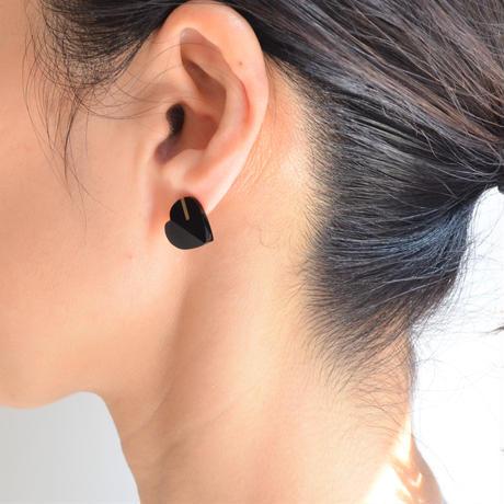 Heart pierced earring (Onyx/ K10 post)