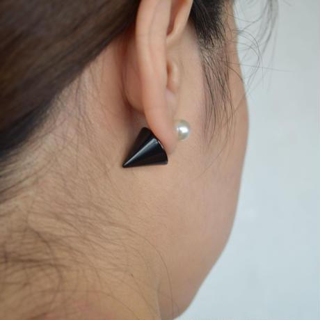 conic catch pierce (white × black)