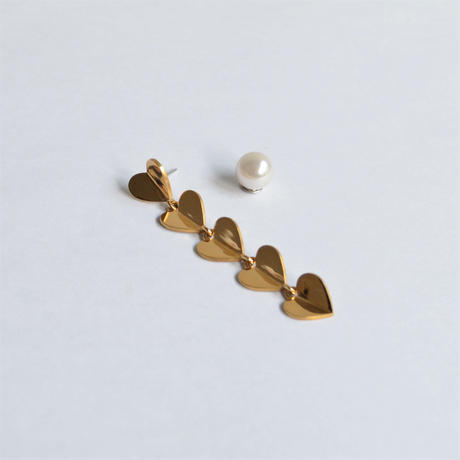 5 hearts pierce (gold / pearl clasp)