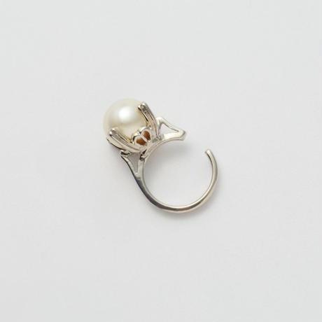 ring motif ear cuff (silver/ pearl)