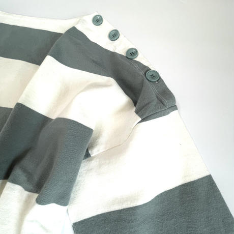 肩ボタンボートネックシャツボーダー
