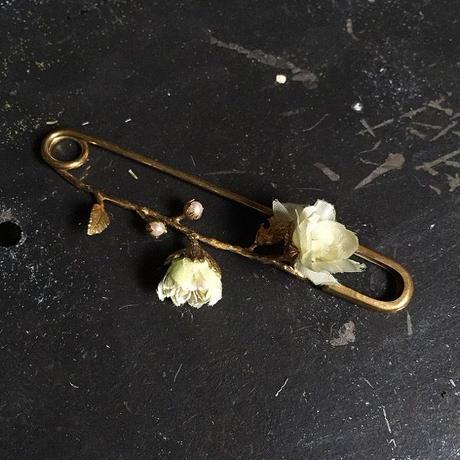【限定一点】Lilaf お花のショールピン white