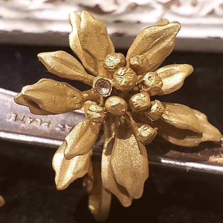 [12月誕生花×誕生石]イソギクのイヤリング*Gold