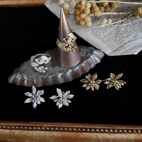 [12月誕生花×誕生石]イソギクのイヤリング*Silver