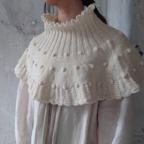 ドットの手編みケープ