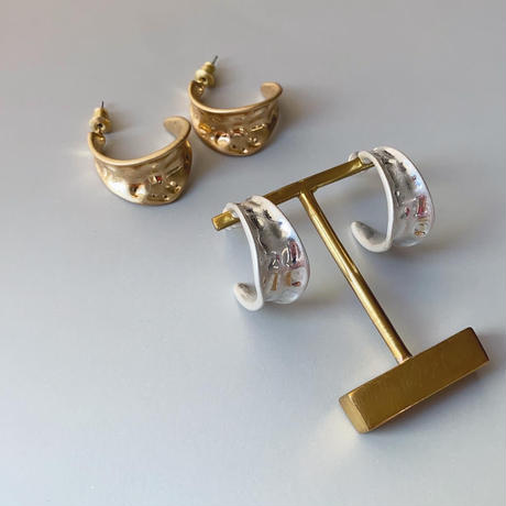 vintage metal curve pierce