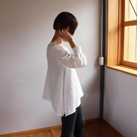 【ダブルガーゼブラウス】ふんわりコットンダブルガーゼで魅せる、シンプルなカフス付きフレアブラウス(ホワイト)