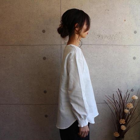 【秋冬用、厚手ダブルガーゼブラウス】シャーリング袖のシンプルなプルオーバーシャツ(ホワイト)
