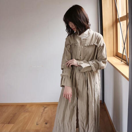 ○心地良く優しいリネン服○くったりベルギーリネンで魅せる、たっぷりピンタックフリルシャツワンピース (ベージュ)