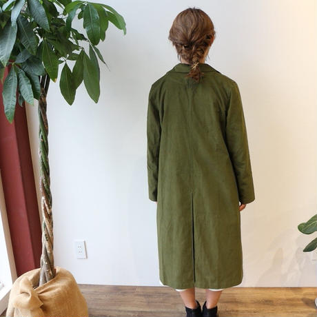 さらっと羽織れる薄手コーデュロイで魅せる、オータムシャツコート(カーキグリーン)