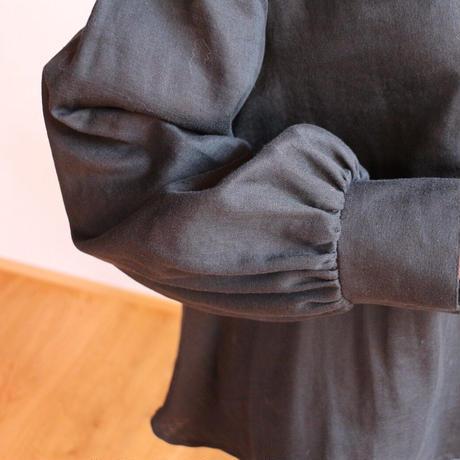 【ダブルガーゼブラウス】ふんわりコットンダブルガーゼで魅せる、シンプルなカフス付きフレアブラウス(ブラック)