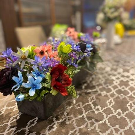 長方形の食卓にぴったりな華やかアレンジメント