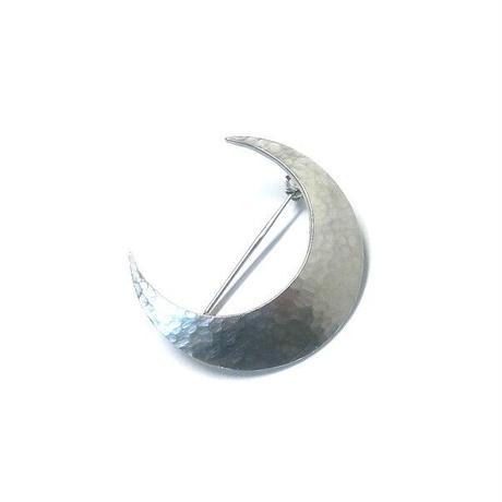 三日月の槌目模様 シルバーブローチ
