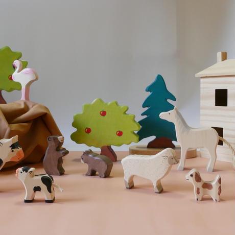Holztiger / Sheep, standing