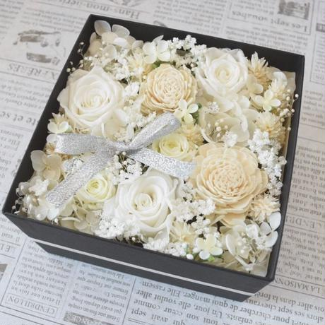 BOX FLOWER White