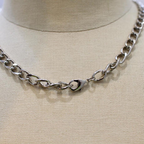 CHAIN NECKLACE PIN
