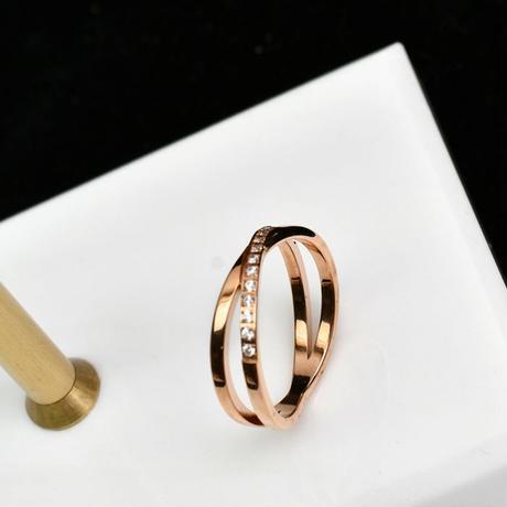 リング 指輪 2連風 クロスリング 金属アレルギー対応 レディース ラインストーンド イエローゴールド ローズゴールド チタンスチール キラキラ アクセサリー DTC-584731356509