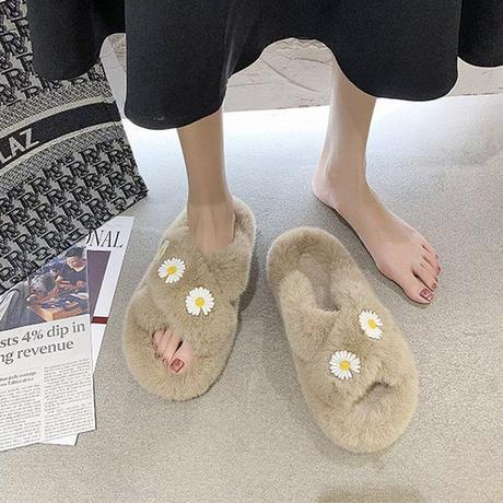 ファーサンダル 花柄 クロスベルト もこもこ 韓国ファッション サンダル ぺだんこサンダル スリッパ キュート 痛くない かわいい おしゃれ 疲れない 623051723604