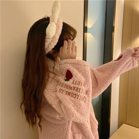【ルームウェア】 パジャマ ナイトガウン ボア フリース 長袖 いちごパッチ ピンク 韓国ファッション レディース スモールラペル ガーリー 629119066976