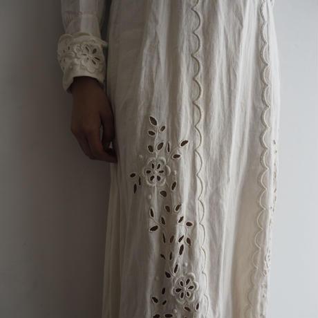 Antique White Flower Dress