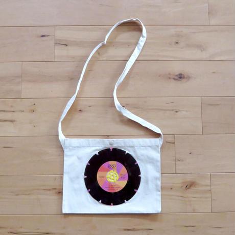 本物のレコードを使ったサコッシュ「bagu」ナチュラルxピンク SA-102NP