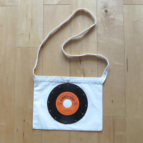 本物のレコードを使ったサコッシュ「bagu」ナチュラルxオレンジ SA-104NOR