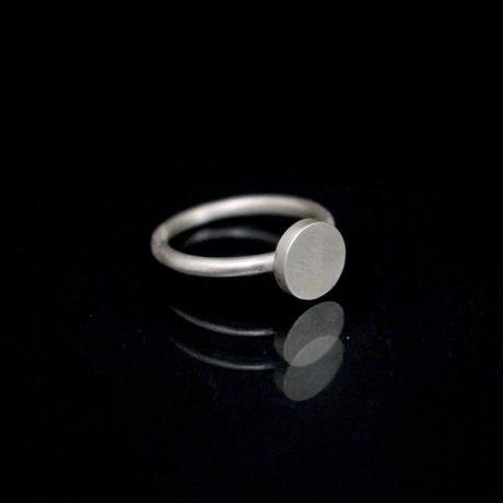 signet ring flat round