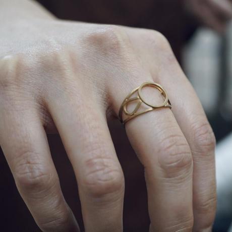 signet ring framed round