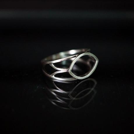 signet ring framed almond