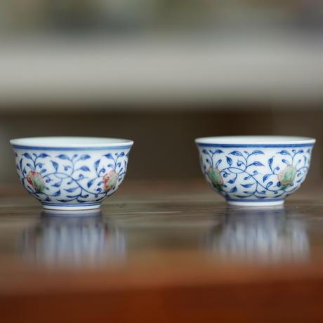 手描き釉裏紅茶杯 纏枝蓮紋 PC092
