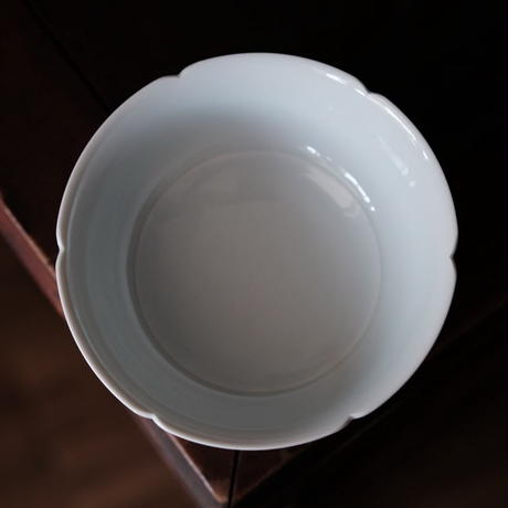 青白磁葵口碗 PW042