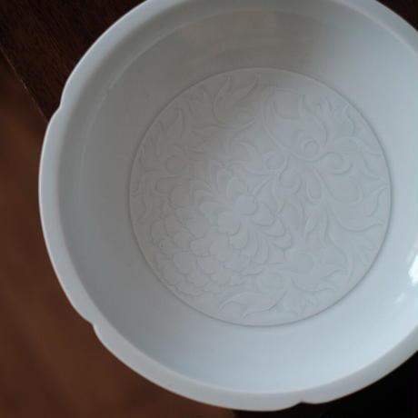 青白磁葵口茶盤 牡丹紋 PW052