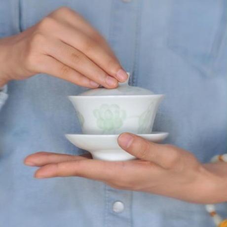 青白磁蓋碗 蓮  PC048