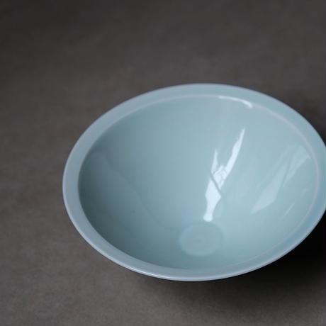 青白磁斗笠碗 PW025
