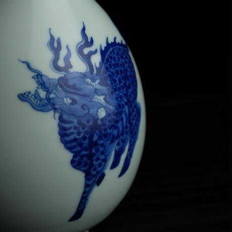 手描き瑞獣紋胆瓶 PC072