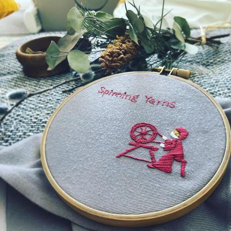 糸を紡ぐ者(図案)