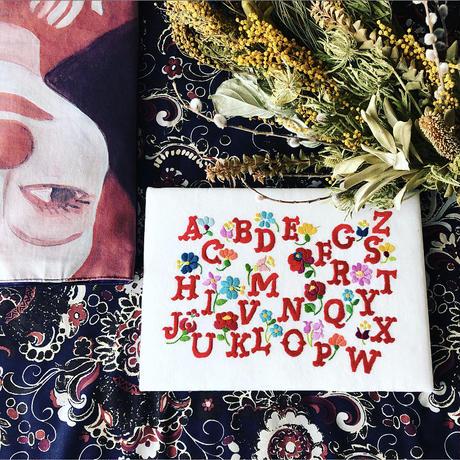 東欧刺繍アルファベットAセット( 布 & 図案 )