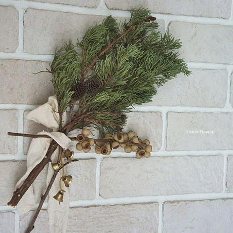 Simple tree nut swag