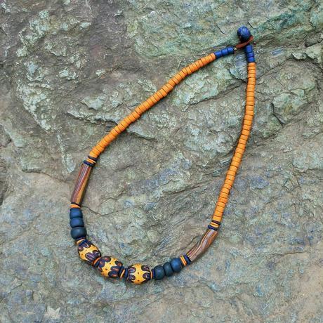 水滴寮原住民的店*パイワン族の陶珠ネックレス からし色