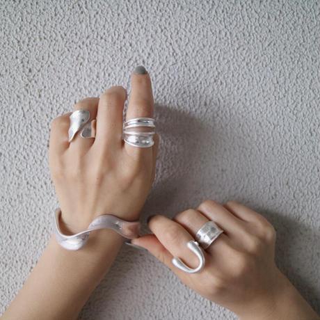 silver入荷【ゆうパケ対象】マットねじれバングル