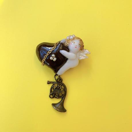 【ミッチのかけら】天使ハート型チョコレートブローチ