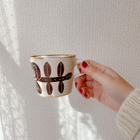 【コンガリ舎】マグカップ・蝶と葉